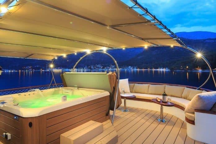 Motor Yacht Donna Del Mare upper aft deck