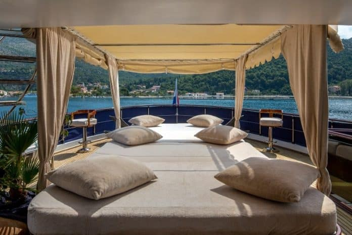 Motor Yacht Donna Del Mare mid aft deck