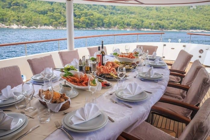 Motor Yacht Donna Del Mare aft deck