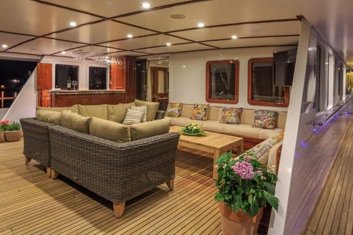 Motor Yacht Donna Del Mare saloon