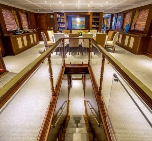Motor Yacht Donna Del Mare hallway