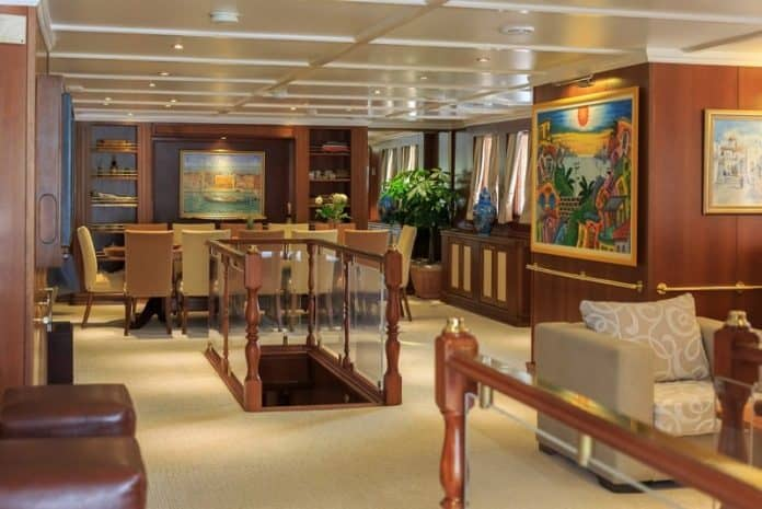 Motor Yacht Donna Del Mare saloon