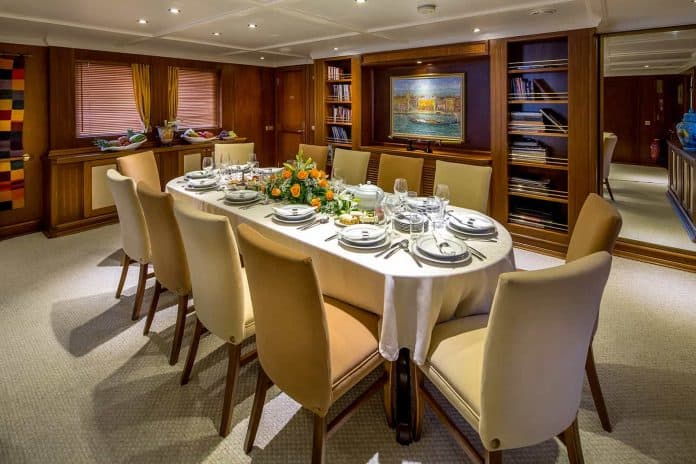 Motor Yacht Donna Del Mare dining area