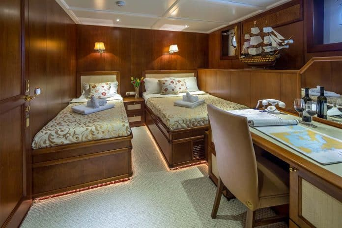 Motor Yacht Donna Del Mare double cabin