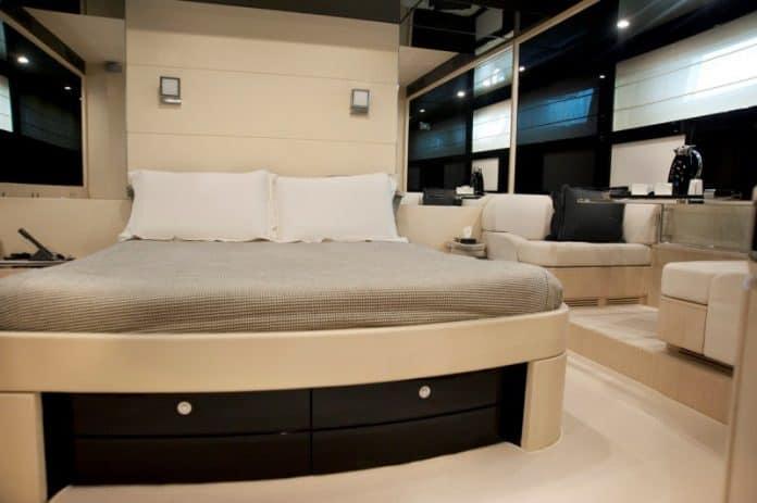 SELFIE - Motor Yacht