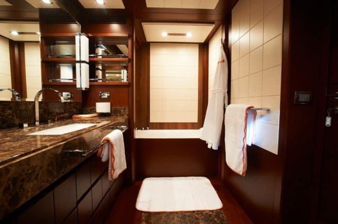 Motor Yacht Jester Master Bathroom