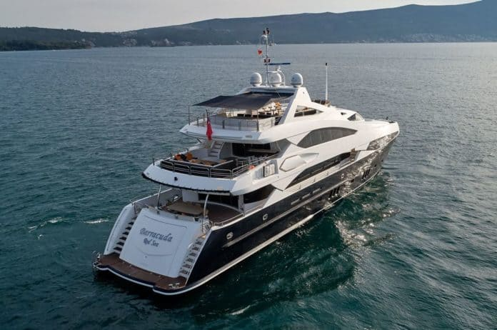 Motor Yacht Barracuda Red Sea Rear view