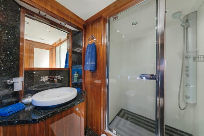 Motor Yacht Barracuda Red Sea Double Cabin Bathroom