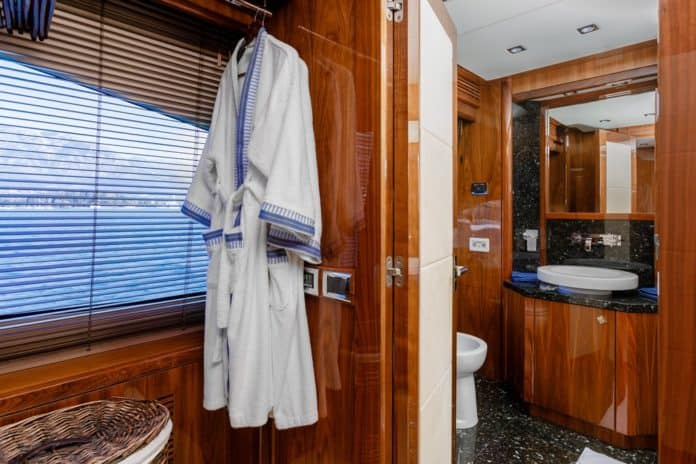 Motor Yacht Barracuda Red Sea Bathroom