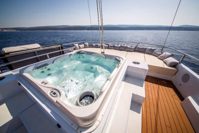Motor sailor Aiaxaia sun deck & hot tub