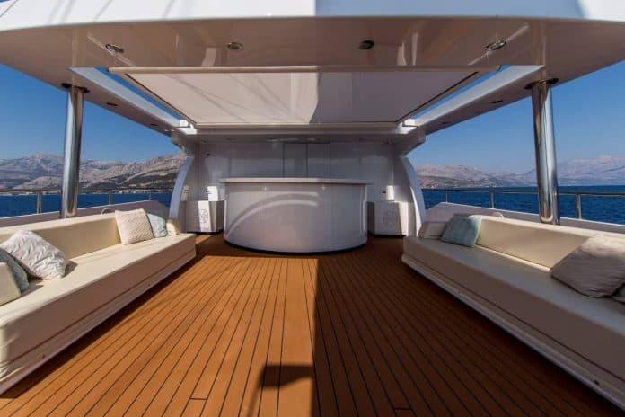 Motor sailor Aiaxaia sun deck