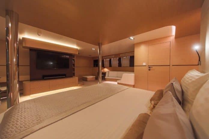 Motor sailor Aiaxaia cabin