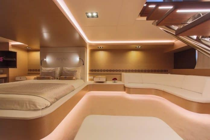 Motor sailor Aiaxaia master cabin