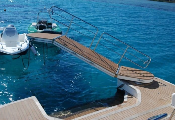 Motor Yacht Forty Love passerelle