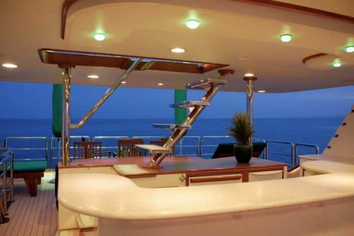 Motor Yacht Forty Love aft deck