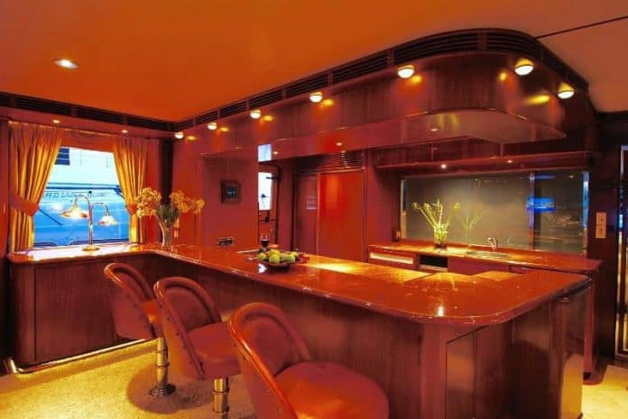 Motor Yacht Forty Love bar