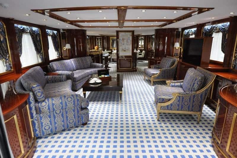 Motor Yacht Pida saloon