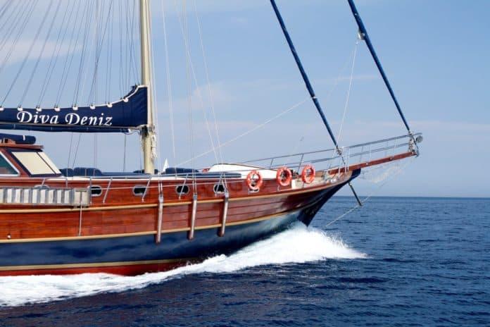 Gulet Diva Deniz side view