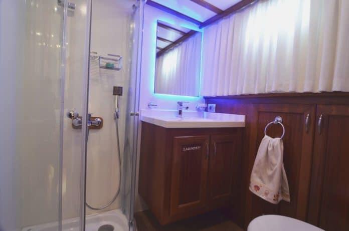 Gulet Zorbas bathroom