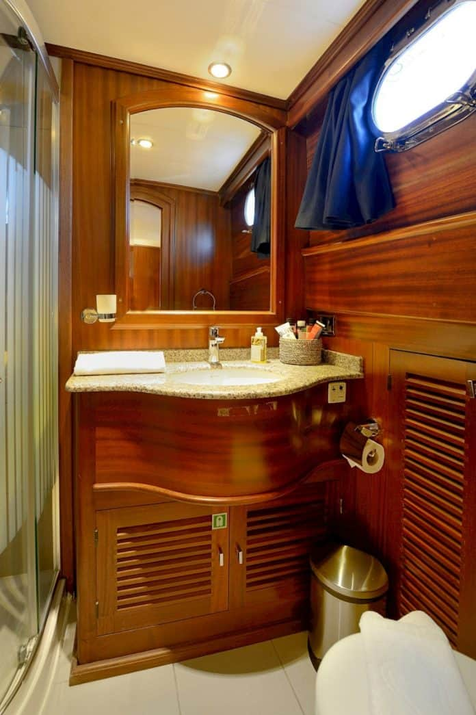 Gulet Capricorn 1 Bathroom