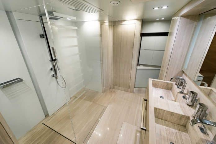 Motor Yacht Lara VIP Bathroom