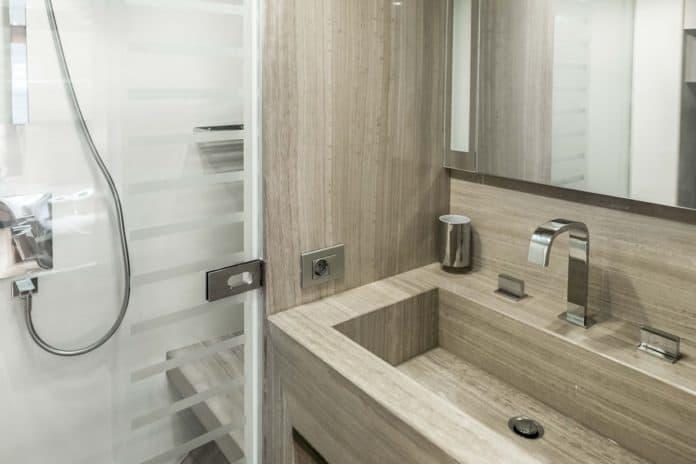 Motor Yacht Lara twin cabin bathroom