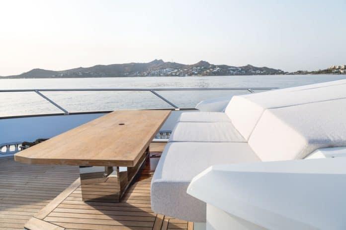 Motor Yacht Lara Fly Deck