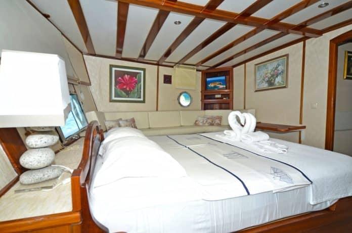 Gulet White Swan master cabin