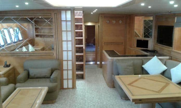 Motor Yacht Miracle Saloon