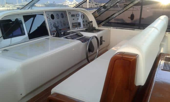 Motor Yacht Miracle Fly Bridge