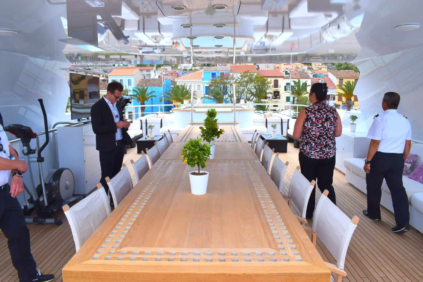 M/Y Zaliv Dining Table