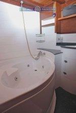 Gulet Sherm bathroom