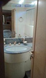 Motor Yacht Miracle Bathroom